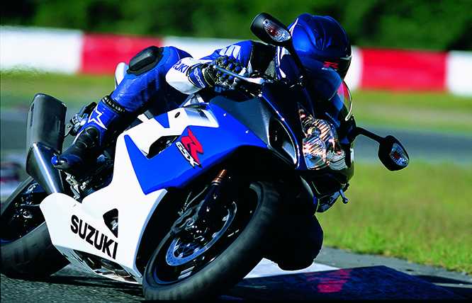 GSX-R1000 K's engine was completely redeveloped increasing its capacity to 999cc