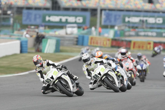 Rea leading the World Supersport race at Magny Cours in 2008