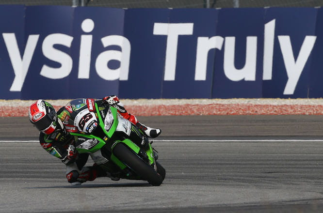 Kawasaki's Jonathan Rea storms toward the 2015 World Superbike title