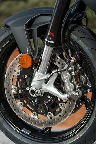 Twin 320mm floating discs are equipped with Brembo 4-piston callipers
