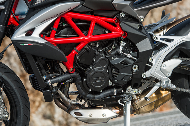 The heartbeat of the Brutale 800 is this 3-cylinder 116bhp torque-centric powerplant