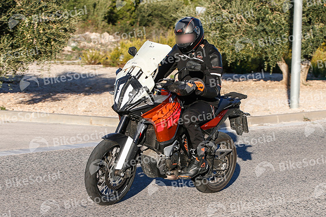 New fairing, screen and headlight for the 1190 Adventure due in 2017