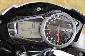 Older generation instrument display of the Speed Triple R
