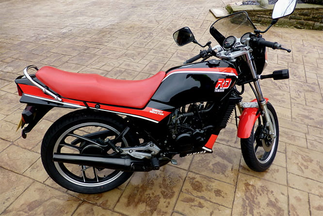 This RD125LC is quite a fine, a genuine UK machine too