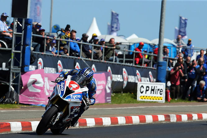 Ian Hutchinson wins the superstock race