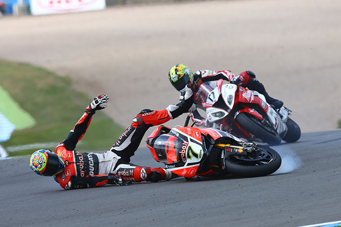 Davies crashes out ahead of Karel Abraham
