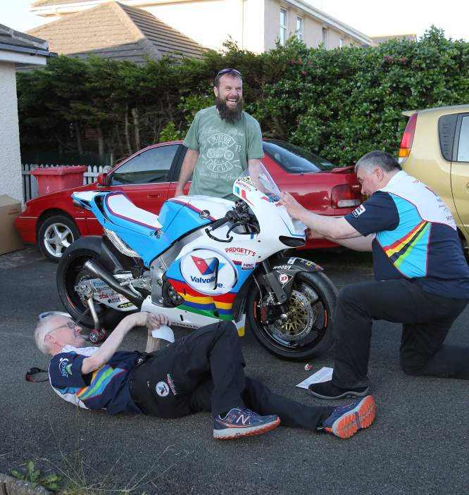 Clive Padgett, Bruce Anstey and David Castle with some last minute prep on the RC213V-S