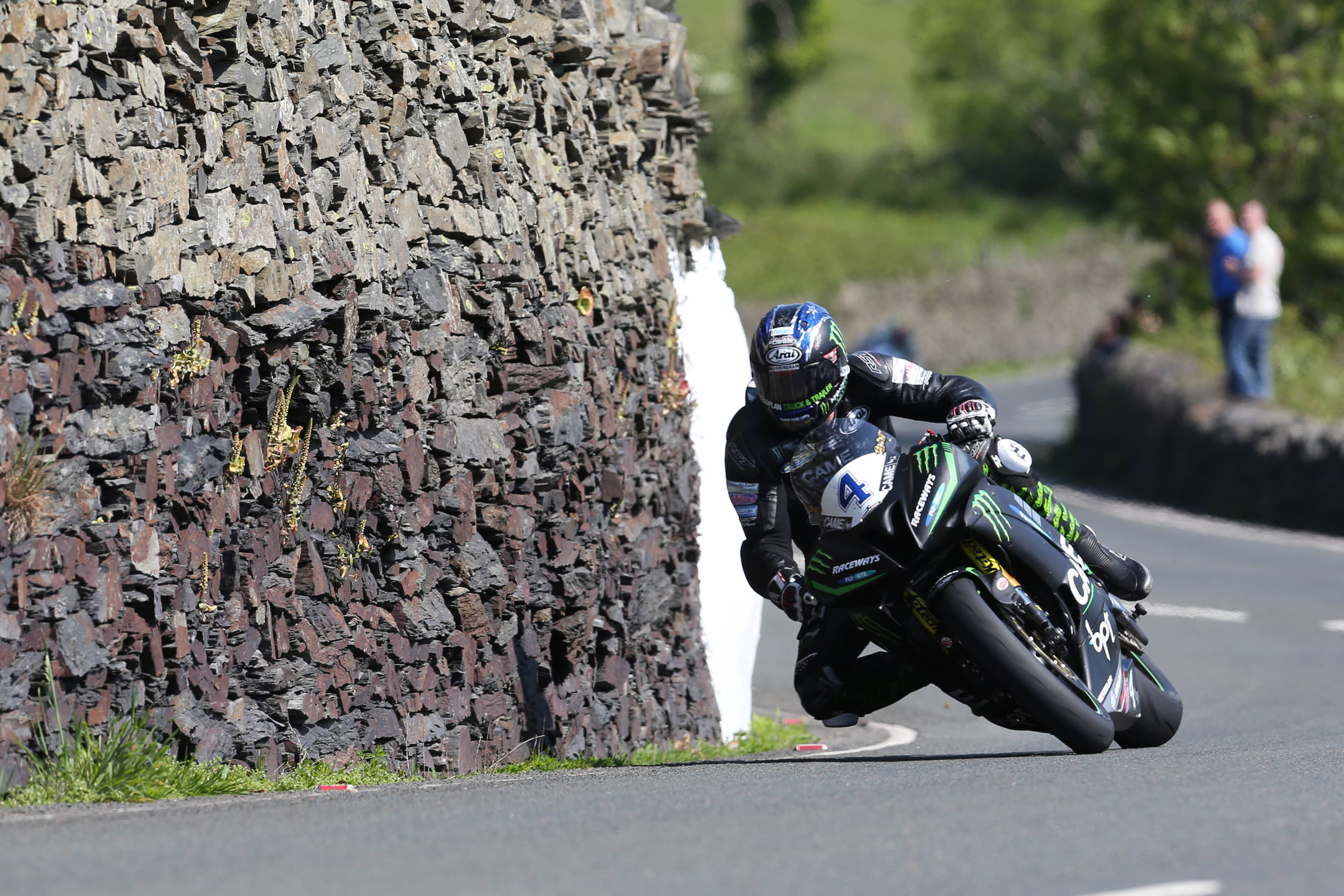 Hutchinson dominated the second Supersport TT