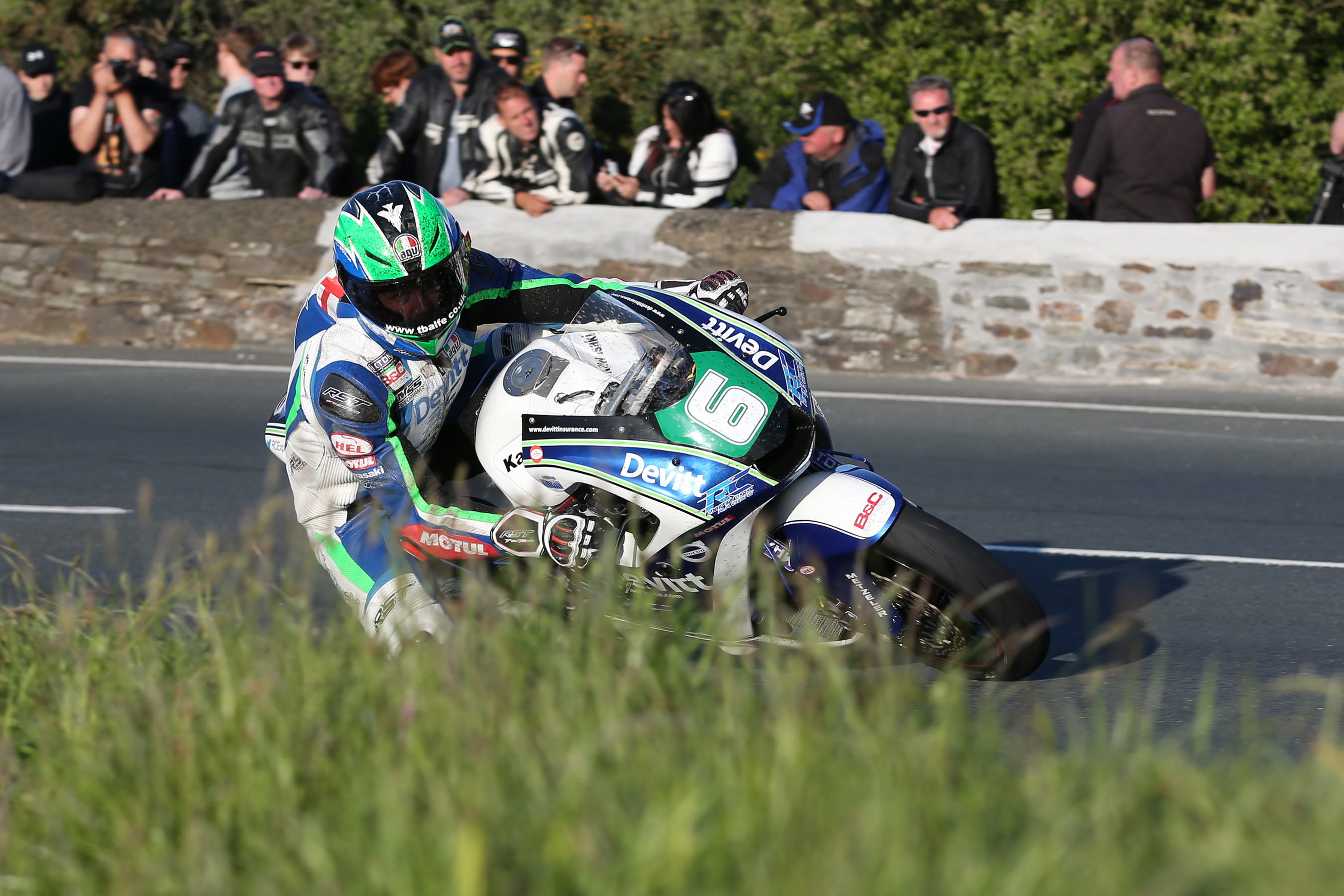 Lintin claims his second Bennetts Lightweight TT win