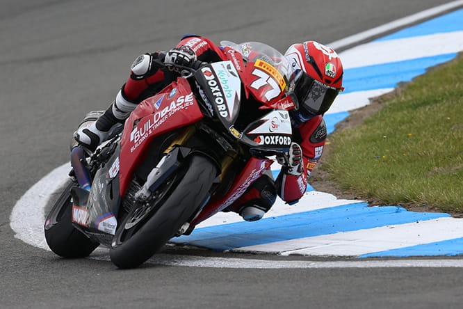 Taylor flying in National Superstock on the Buildbase BMW