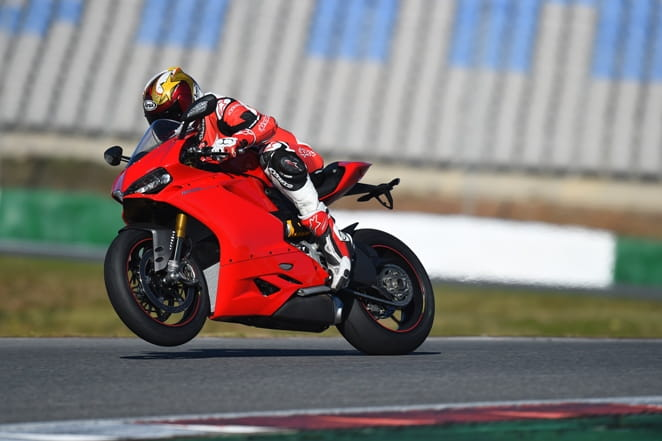 Ducati 1299 Panigale S 2015 World First Test